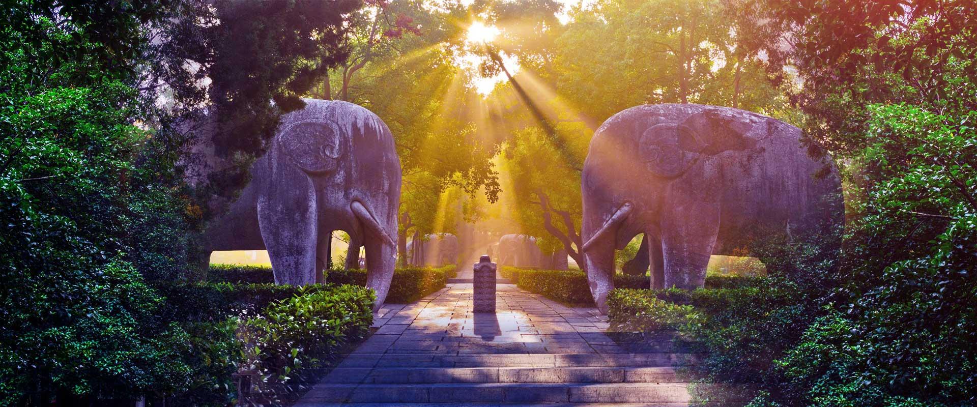 https://www.gonanjingchina.com/sites/default/files/nanjing-travel-ming-tomb.jpg